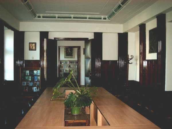 Sediul filialei 2 _ http://uniuneascriitorilor-filialacluj.ro/Poze/carti/Bild6518.jpg