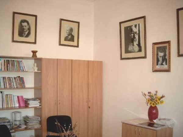 Sediul filialei 4 _ http://uniuneascriitorilor-filialacluj.ro/Poze/carti/Bild6521.jpg
